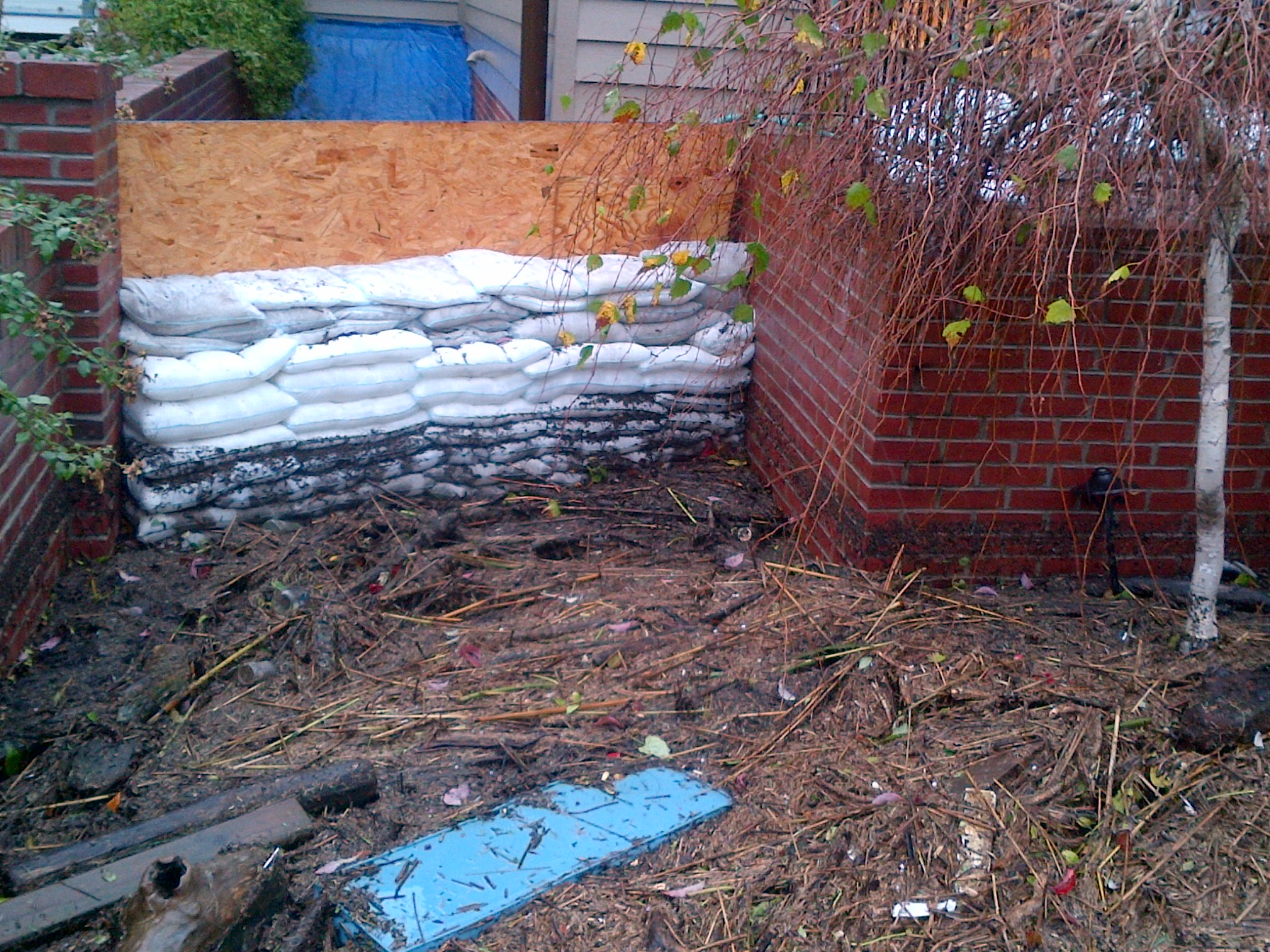 Hurricane-Sandy-Floodsax-wall